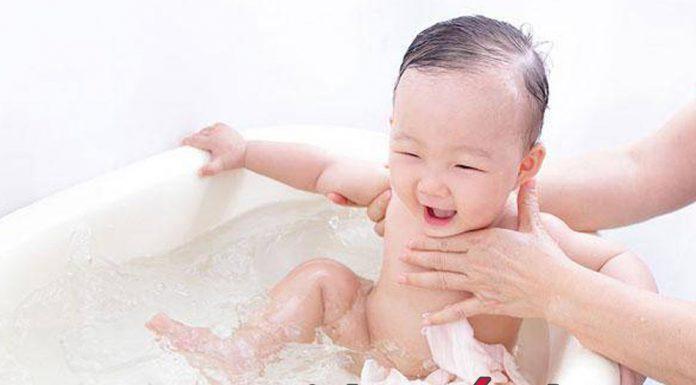 Dịch vụ tắm bé