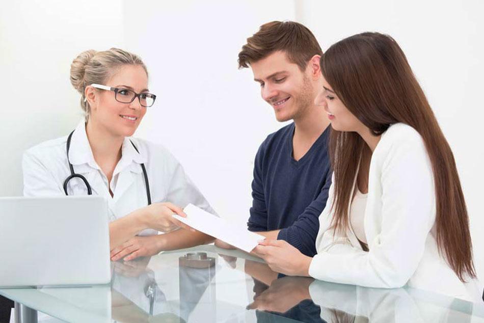 Kiểm tra sức khỏe cho cả vợ và chồng là điều không thể thiếu trong việc chuẩn bị trước khi mang thai