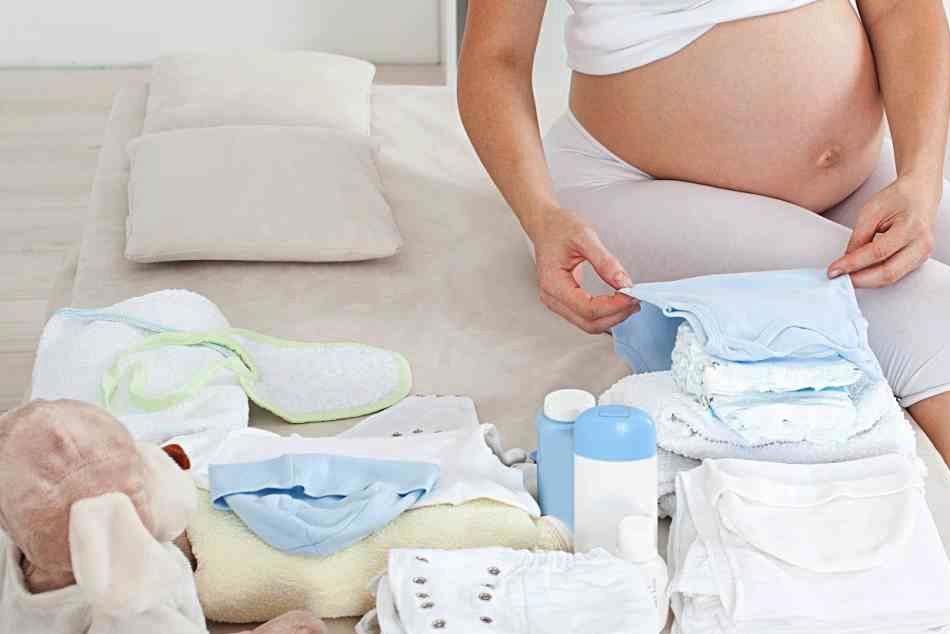 Bà bầu cần chuẩn bị đầy đủ đồ dùng cần thiết cho trẻ sơ sinh trước khi sinh