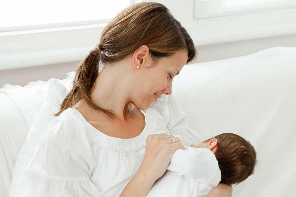 Cho con bú là một nguyên nhân khiến mẹ bị rối loạn kinh nguyệt sau sinh