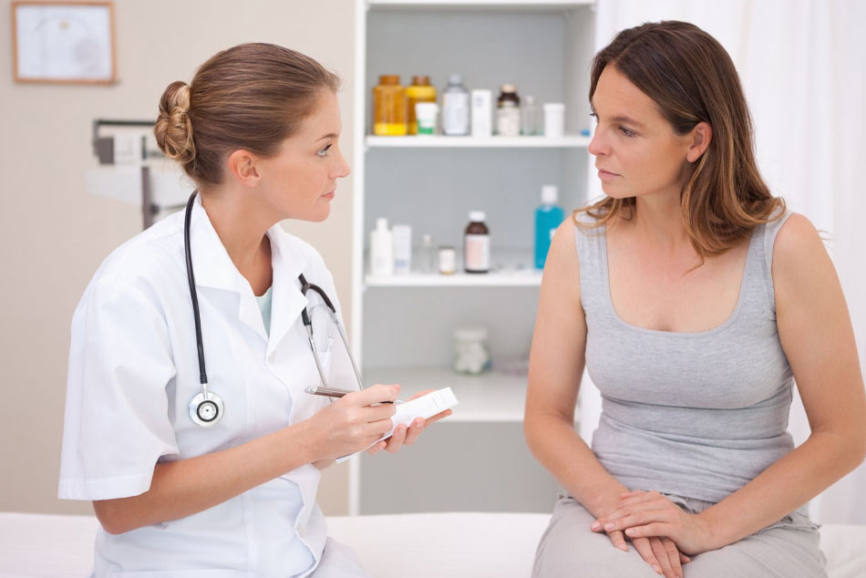 Có bất thường về chu kỳ sinh nguyệt sau khi sinh có nên đi khám không?