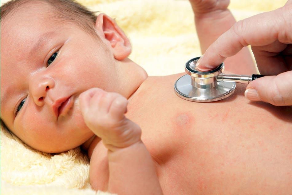 Khi nào cần đưa trẻ đi khám vàng da?