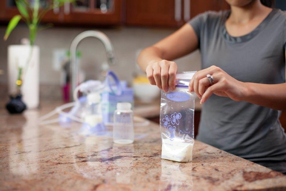 Sử dụng bình, túi trữ sữa chuyên dụng